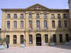 250px-83116_Saint-Maximin-la-Sainte-Baume-mairie